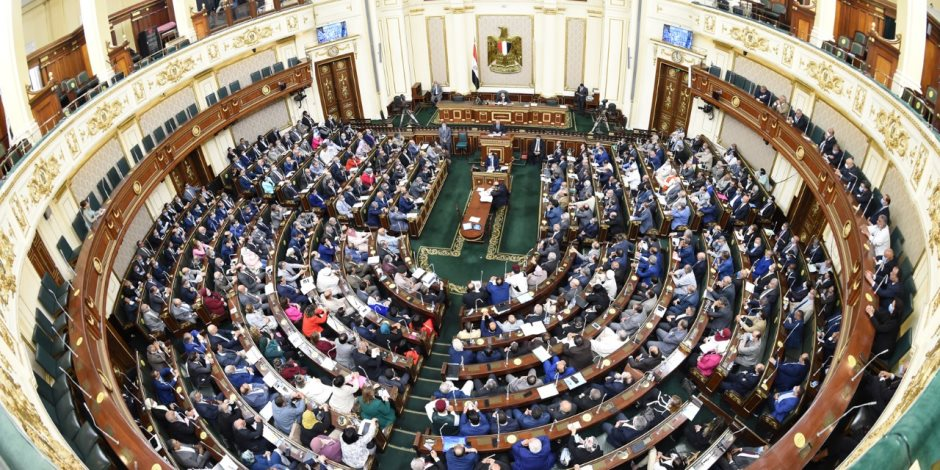 نواب يهاجمون وزير قطاع الأعمال تحت قبة البرلمان بسبب بعض شركات قطاع الأعمال
