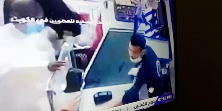 الشاب المعتدى عليه بالكويت: لن أتنازل عن حقى.. وأخلاقى منعتنى من الرد عليه