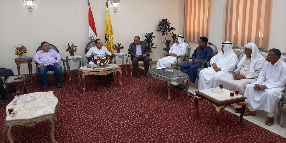 محافظ شمال سيناء: صرف 1000 جنيه شهريا تعويض لكل أسرة من متضرري الإرهاب في بئر العبد