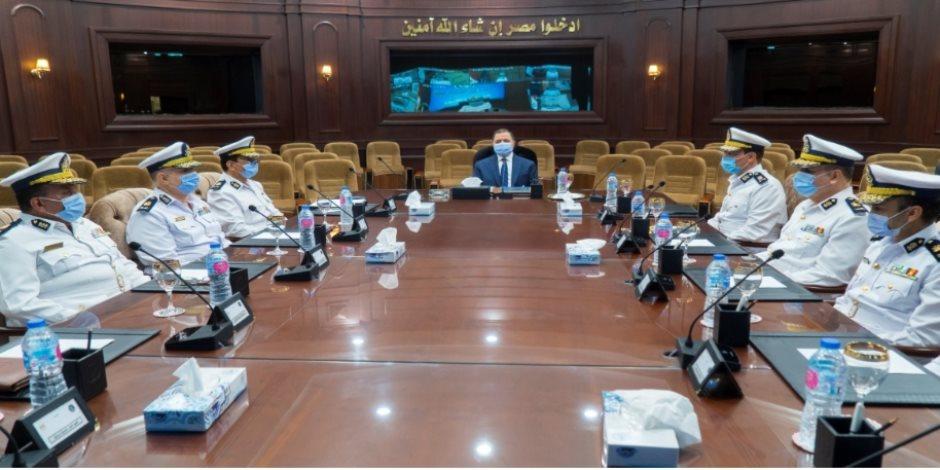 وزير الداخلية يجتمع بمساعديه لبحث تأمين انتخابات مجلس الشيوخ.. فيديو