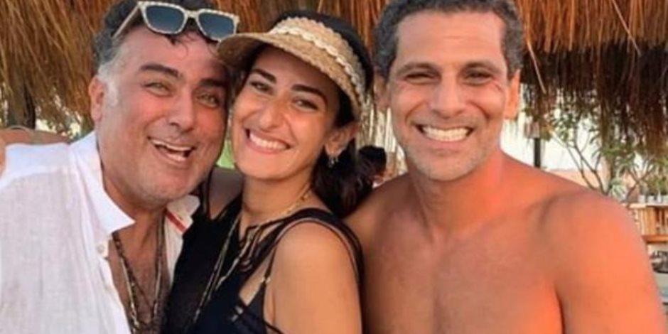 أمينة خليل حديث السوشيال ميديا بعد صورتها مع تامر حبيب في وجود خطيبها
