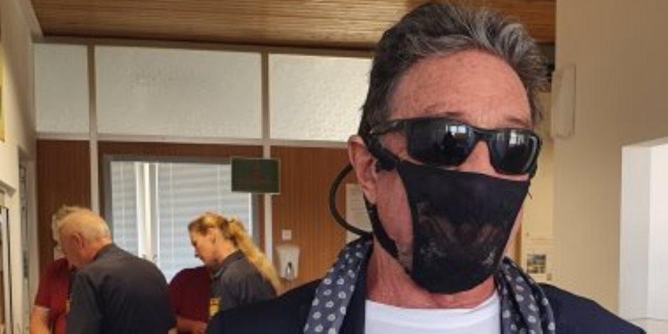 الشرطة الأمريكية توقف ملياردير ارتدى ملابس زوجته الداخلية كقناع ضد كورونا