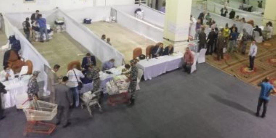 اللجنة العامة للانتخابات بالقاهرة تبدأ تسلم نتائج فرز اللجان الفرعية (صور)
