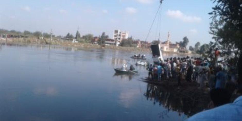 غرق شاب وابن عمه في نهر النيل خلال غسيلهما توك توك بالبدرشين