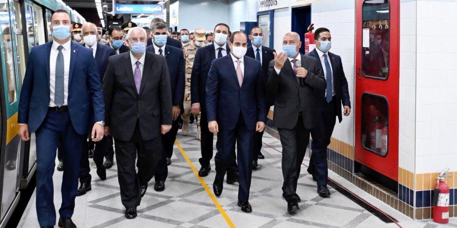 """الرئيس السيسي يصل محطة """"""""هيلوبوليس"""" مستقلا مترو الأنفاق"""