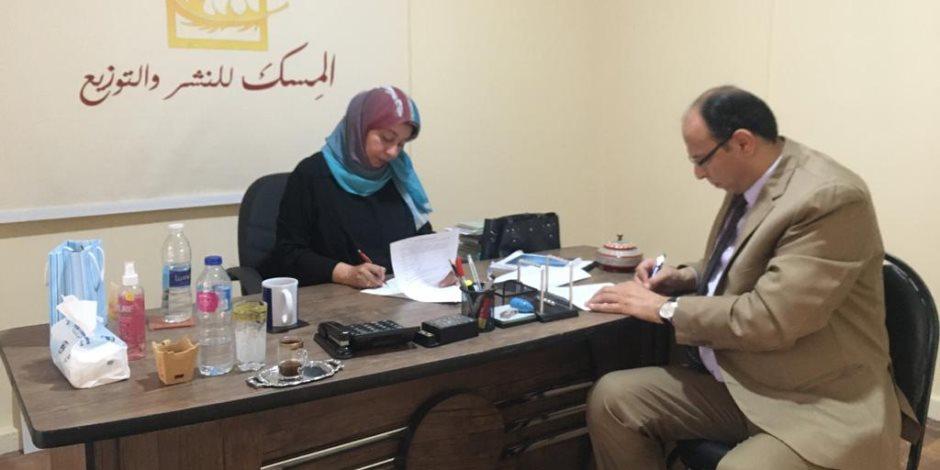 """السنهوري يوقع عقد كتاب """"نجوم الدرجة الثالثة في سينما الأبيض والأسود فى مصر"""""""