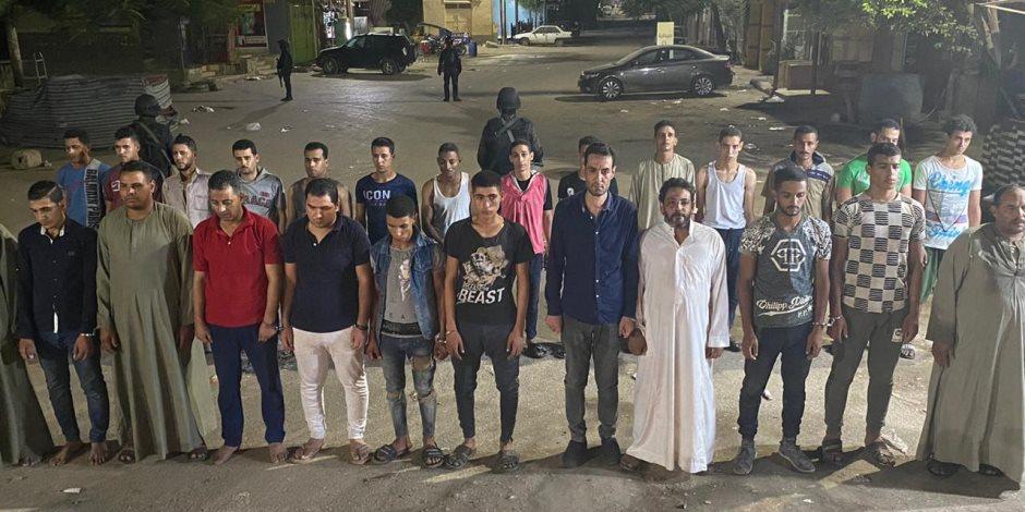 """""""حاولوا التعدي على سيارة شرطة"""".. ضبط عناصر مشاغبة في قرية أبو رجوان بالبدرشين"""