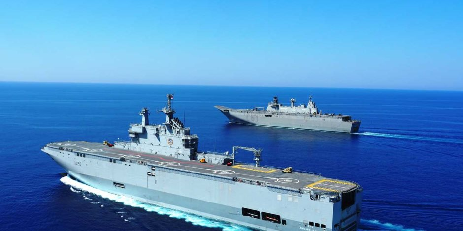القوات البحرية المصرية والفرنسية تنفذان تدريباً بحرياً عابراً بالبحر المتوسط
