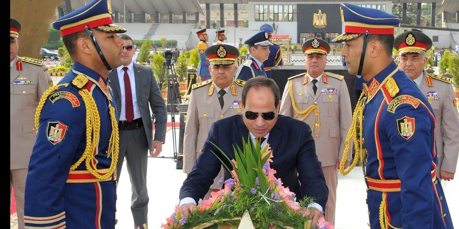 الرئيس السيسى يضع أكاليل الزهور على قبر الجندى المجهول فى ذكرى نصر أكتوبر