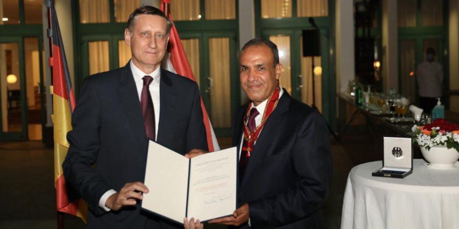 """بحضور 5 وزراء ودبلوماسيين بارزين.. ألمانيا تمنح السفير بدر عبدالعاطي """"وسام الاستحقاق الأكبر"""""""