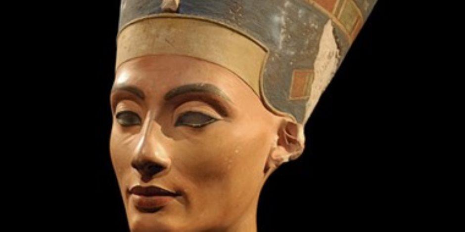 مكتشف الرأس زور التقرير.. كيف خرج تمثال نفرتيتى من مصر؟