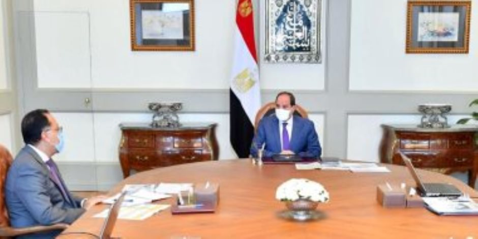 الرئيس السيسي يوجه بتقديم كافة التسهيلات للحصول على وحدات «المجمعات الصناعية»