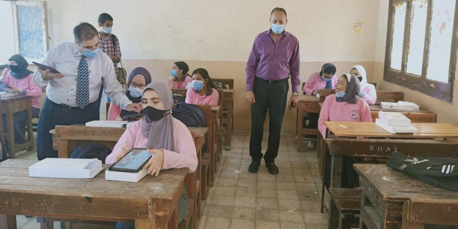 طلاب أولى ثانوى يبدأون الامتحان التدريبى إلكترونيا على التابلت غدا وحتى 20 ديسمبر