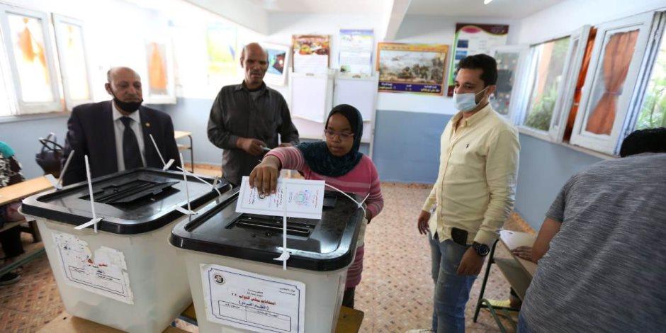 مع اقتراب المرحلة الثانية لانتخابات مجلس النواب.. المصريون يواجهون تلقين المشككين الضربات؟