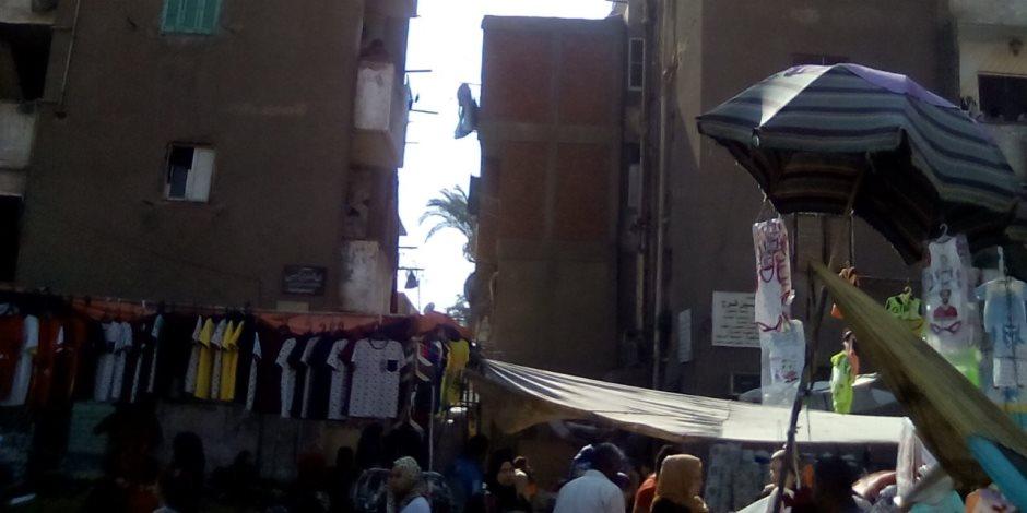 مخالفات في مساكن محافظة القاهرة.. الأهالي حولوا فراغات البلوكات لمباني عشوائية والأدوار الأرضية لمحال