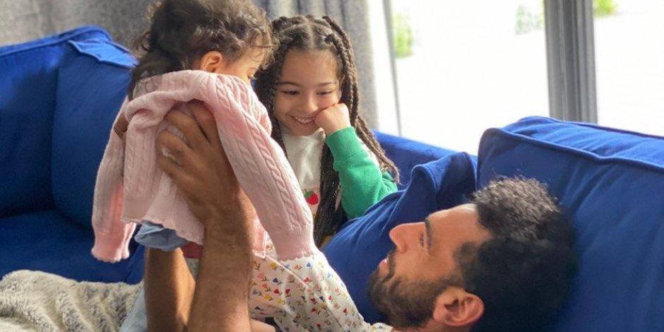 والد محمد صلاح: بطلوا شائعات.. بنات ابني بخير