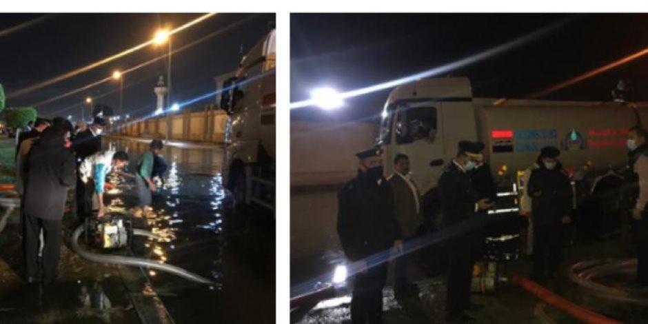 مواقف إنسانية.. الشرطة تساعد المواطنين في مواجهة تداعيات الأمطار (صور)
