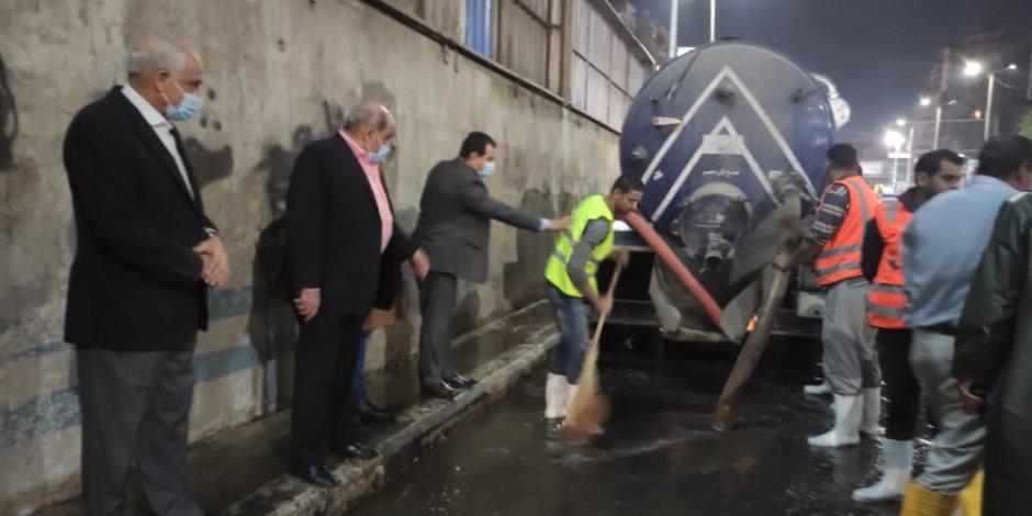 محافظ الجيزة يتفقد مجهودات شفط مياه الأمطار في المحاور المرورية