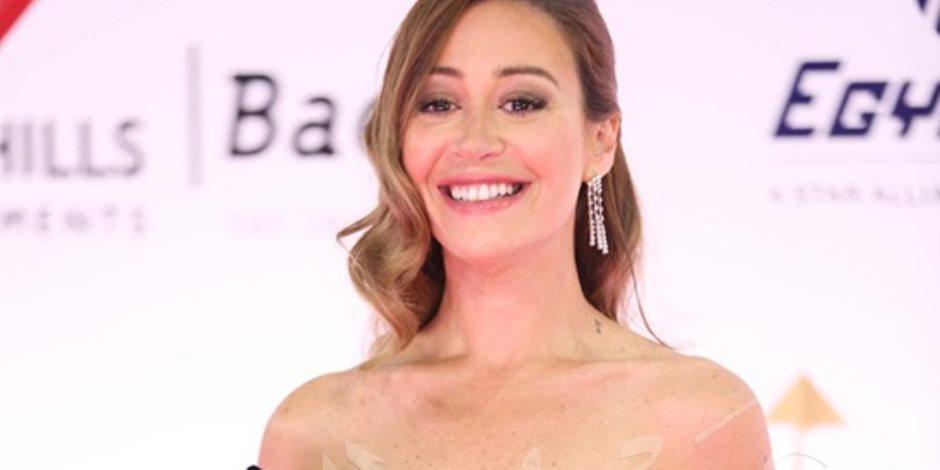 منة شلبى ونسرين طافش وأمينة خليل بفساتين جذابة فى افتتاح مهرجان القاهرة.. صور