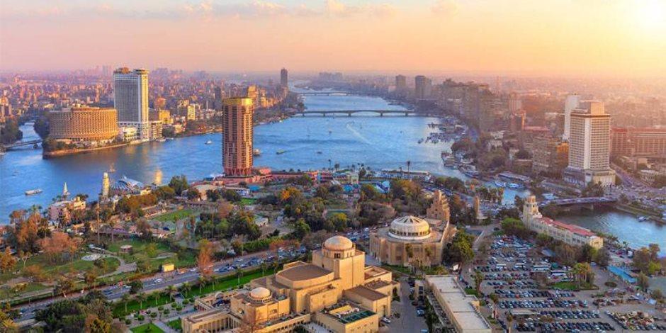«اقتصادها فاق التوقعات».. مؤسسات التصنيف الدولية تشيد بالأداء المصري