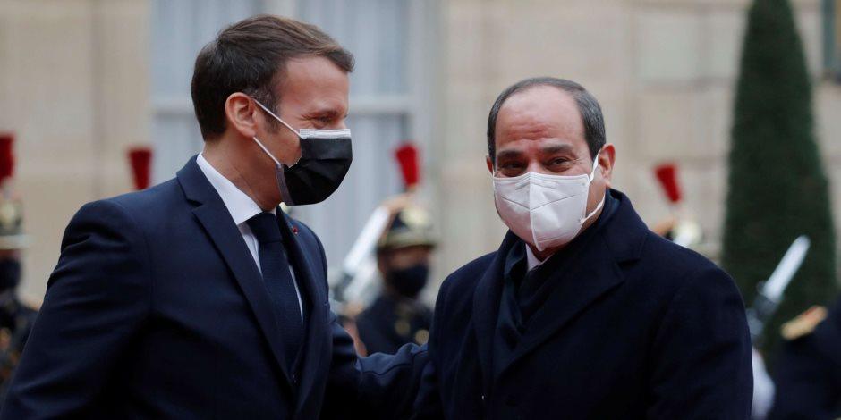 الرئيس السيسي: خالص تمنياتي بالشفاء العاجل للرئيس ماكرون.. ومصر تساند جهود فرنسا في مواجهة كورونا