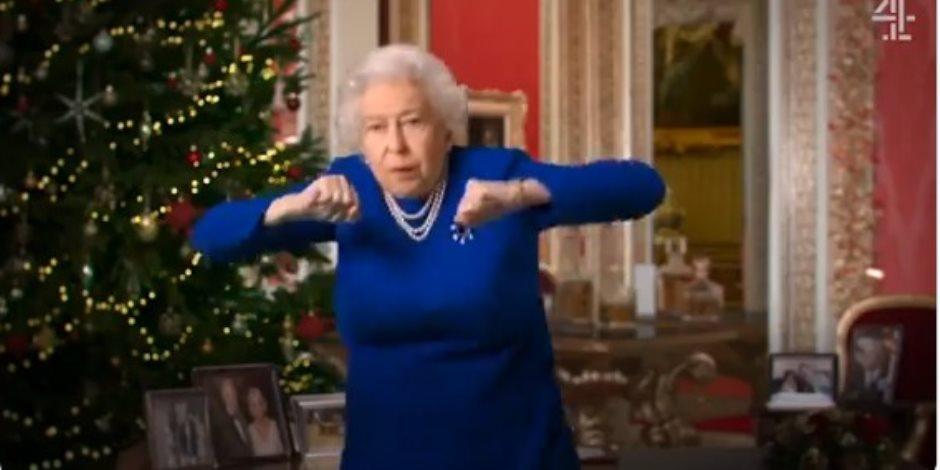 هل أدت الملكة إليزابيث رقصة «تيك توك» احتفالا بالكريسماس؟ (فيديو)