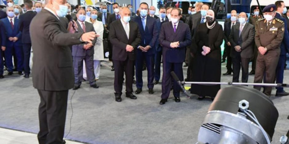الرئيس السيسى: أسعدنى ما رأيته من انجاز الايادى المصرية فى بناء منظومة متكاملة لتحويل السيارات للعمل بالغاز الطبيعى