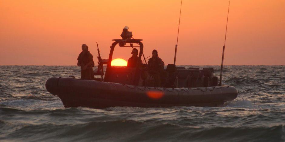 زوارق الاحتلال الإسرائيلي تستهدف الصيادين جنوب قطاع غزة بنيران رشاشاتها