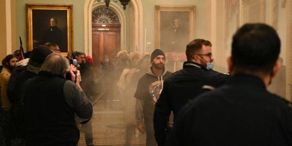 مناصرو ترامب يقتحمون مكتب «بيلوسي» ويتركون لها رسالة «لن نتراجع»