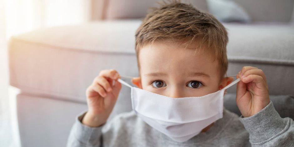 هل توجد خطورة من ارتداء الأطفال تحت 5 سنين الكمامة؟.. الصحة العالمية تجيب