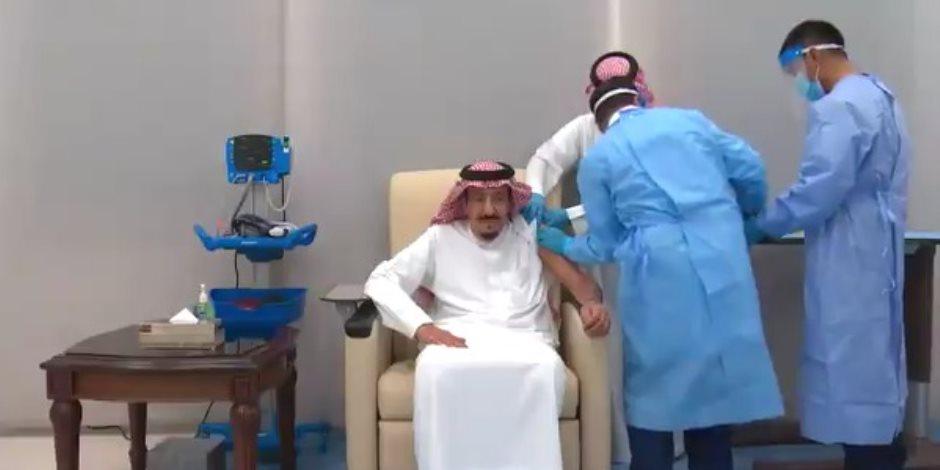 خادم الحرمين الشريفين الملك سلمان يتلقى جرعة لقاح كورونا.. فيديو
