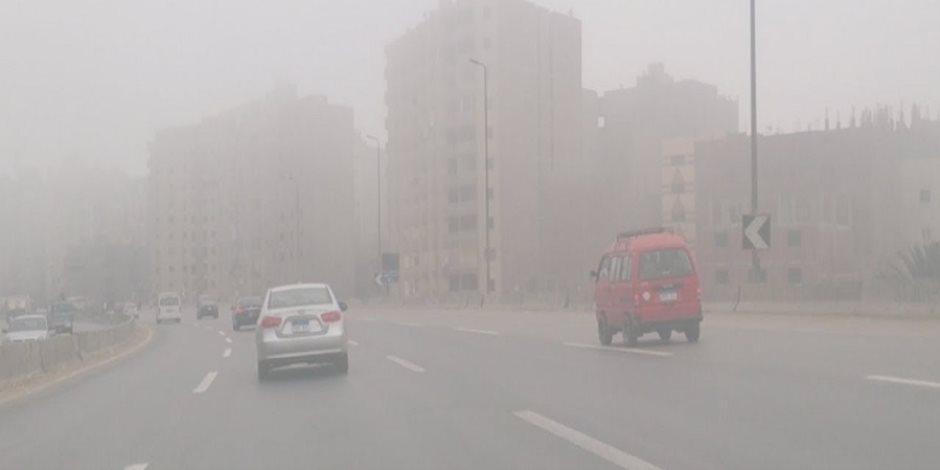 لمواجهة الطقس السيئ.. إغلاق 8 طرق صحراوية بسبب الشبورة وتحذيرات من السرعة الزائدة