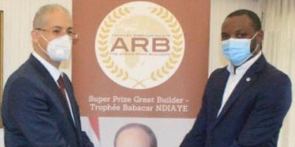 """البنك الأفريقى للتنمية يمنح الرئيس السيسى جائزة """"بناة الطريق"""" الأفريقية"""