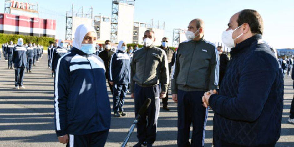 الرئيس السيسى يتبادل الحوار مع طلاب أكاديمية الشرطة خلال جولته التفقدية فجرا (صور)
