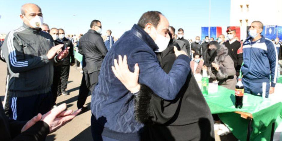 والدة أحد طلاب الشرطة للسيسي: بنحبك يا عزيز مصر.. رفعت راسنا ربنا يحميك