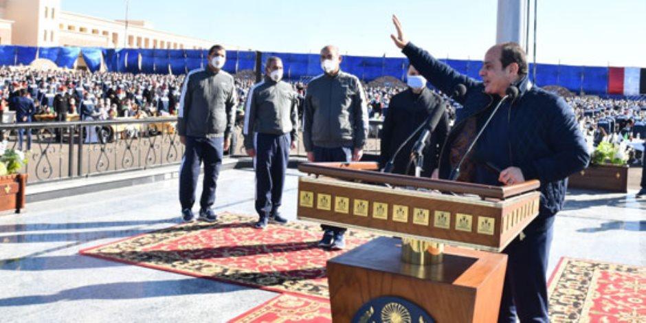 الرئيس السيسي لأسر طلاب الشرطة: أنتم أهلي وناسي.. والأهالي يهتفون: بنحبك يا ريس (فيديو)
