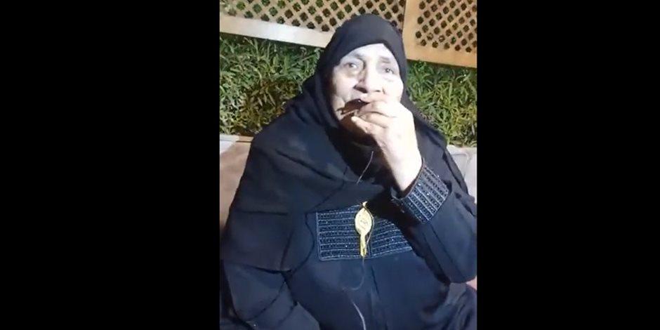 مصر الجميلة.. مسنة تبيع أرضها وتتبرع بثمنها لصندوق تحيا مصر: حبا فى الرئيس السيسي