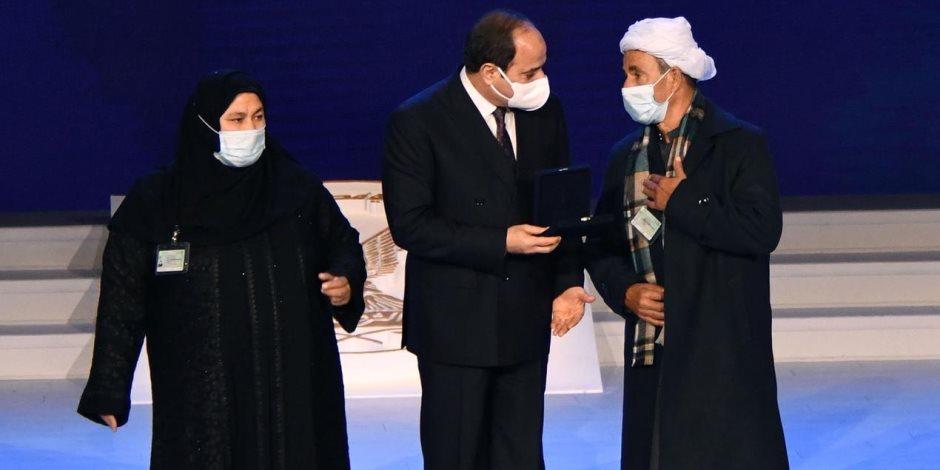 الرئيس السيسى يكرم أسر الشهداء فى احتفالية عيد الشرطة