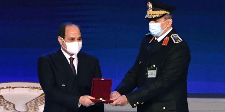 الرئيس السيسى يكرم ضباط الداخلية فى احتفالية عيد الشرطة