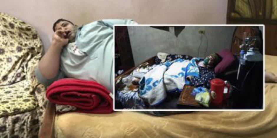 """معاناة البسطاء مع السمنة المفرطة.. """"يسرية"""" وزنها 250 كيلو وتناشد المسئولين لعلاجها"""