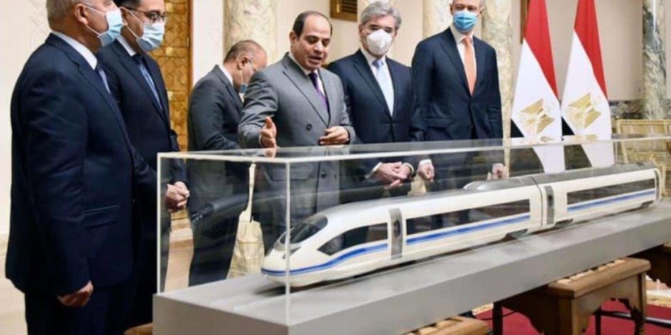 شريان جديد بالسياحة.. القطار الكهربائي السريع يُشجع الأجانب ويُعيد الحياة لأسوان