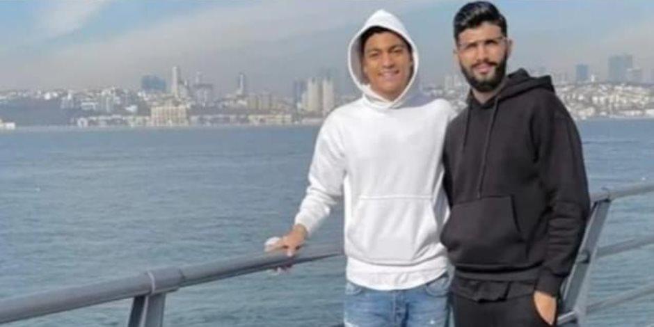 «ساسي» يثير الجدل بصورة مع مصطفى محمد.. هل وقع اللاعب لأحد الأندية التركية؟