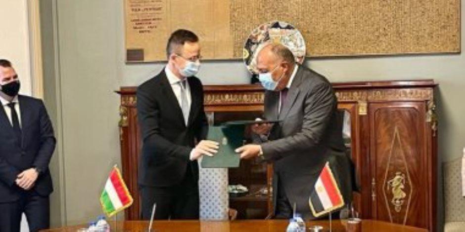 وزير خارجية المجر: سلمنا مصر 259 عربة سكة حديد ونتطلع لاستيراد الغاز المصرى