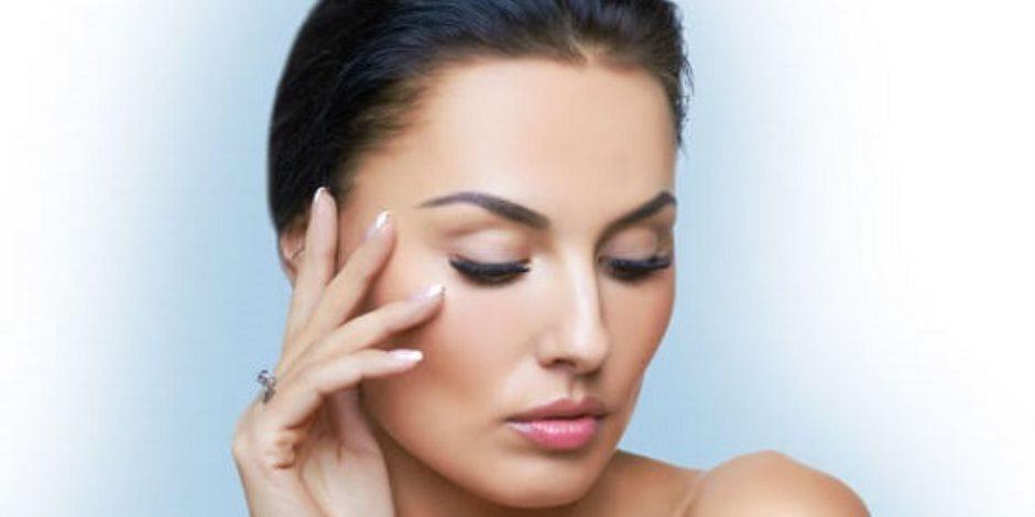 أقوى الوصفات الطبيعية لتكثيف شعر الحاجبين (صور)
