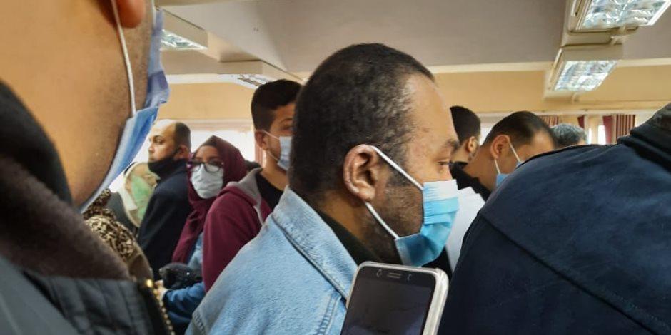"""زحام في """"مياه السلام"""": تكدس المواطنين وإهمال الموظفين (صور)"""