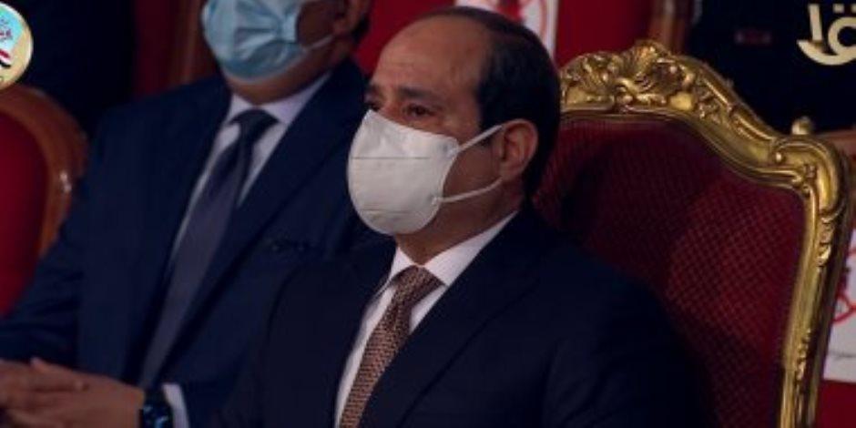 الرئيس يشيد بالطواقم الطبية: ما يقدمه هؤلاء الأبطال سيبقى خالدا فى الذاكرة