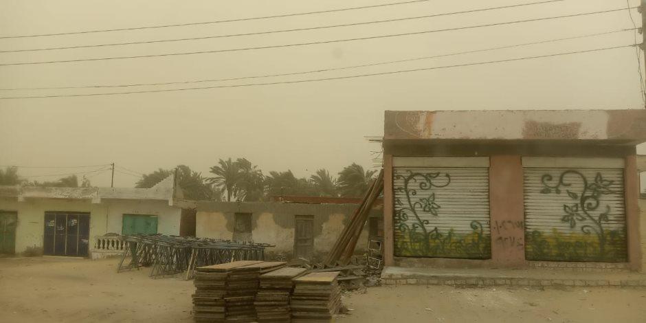 العواصف والرياح تقطع الطرق والكهرباء بشمال سيناء.. وتوقف الملاحة بميناء العريش البحري (صور)