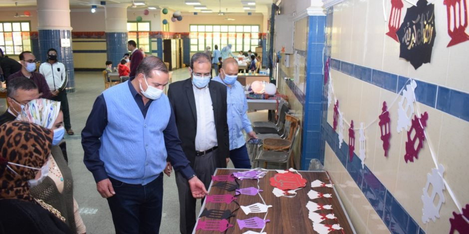 «لتصنيع زينة رمضان».. رئيس جامعة سوهاج يفتتح معرض «رمضانك بهجة»