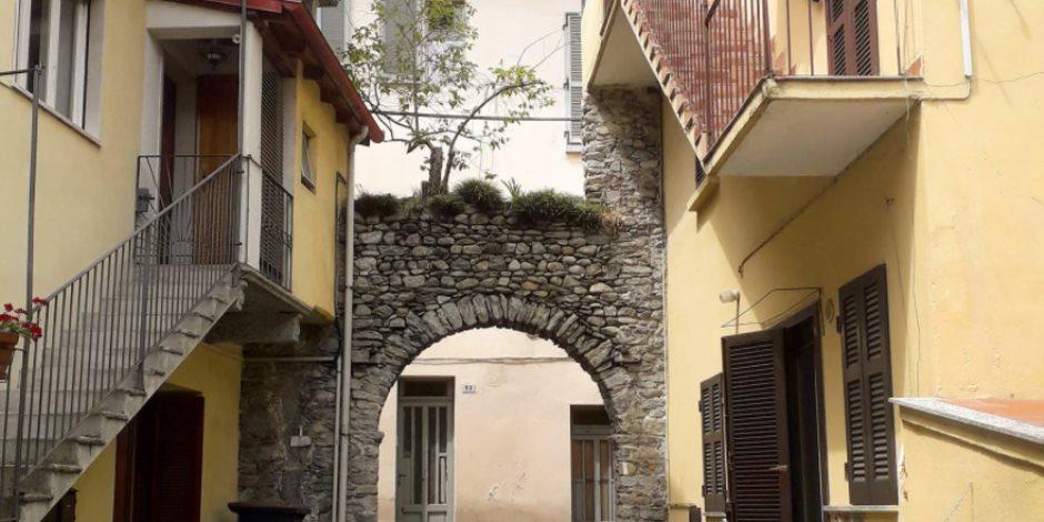 دون زيارته على أرض الواقع.. قصة زوجان أمريكيان يشتريا منزل في إيطاليا
