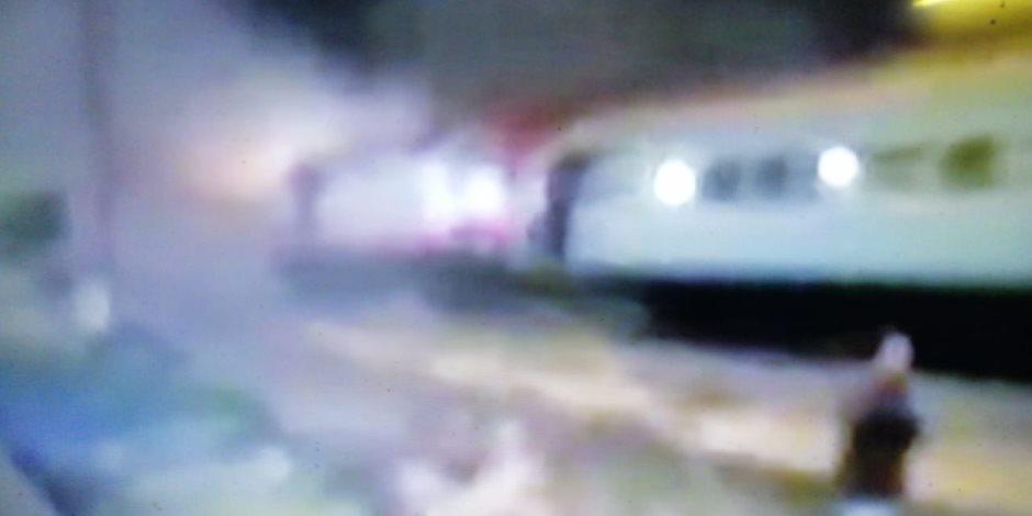 """تفاصيل حادث خروج قطار عن القضبان بالشرقية.. """"الصحة"""": إصابة 15 راكبًا ولا وفيات.. وخروج 12 مصابًا والإبقاء على 3 آخرين تحت الملاحظة.. والسكة الحديد تشكل لجنة تحقيق وتتحفظ على السائق.. صور"""